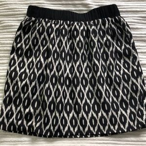 Pins & needles black and white skirt. Size M.